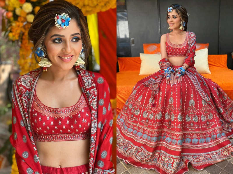 This bride wore a gorgeous red Anita Dongre lehenga for her Mehendi!