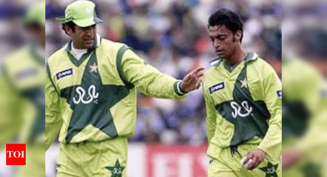 Wasim Akram, Shoaib Akhtar engage in Twitter banter thumbnail