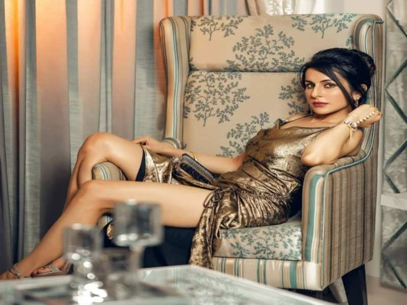 Roop Durgapal sets the temperature soaring with her hot photoshoot