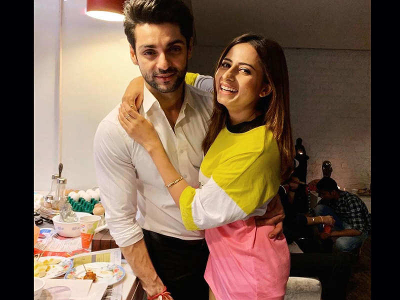 """""""This quarantine time is like still water. Throw in your dream pebble now""""; Sargun Mehta pens an inspiring note"""