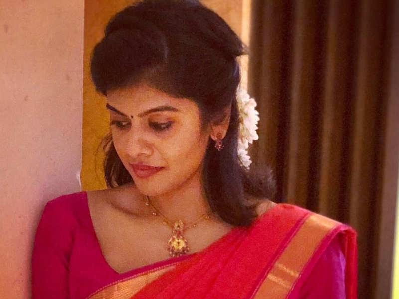 Amid #CoronaScare singer Swagatha back to Chennai from Malaysia