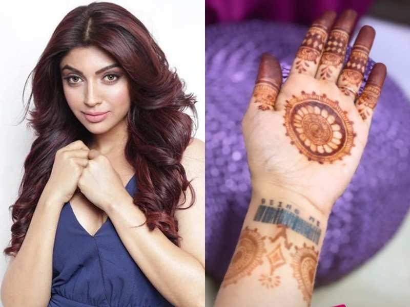Paras Chhabra's ex-girlfriend Akanksha Puri applies mehendi for time pass; her reshaped tattoo is unmissable