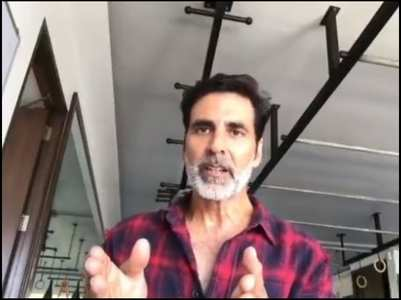 Akshay sternly addresses people to stay home