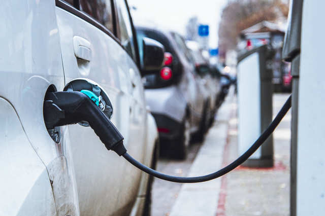 Electric cars produce less carbon dioxide than petrol vehicles: Study
