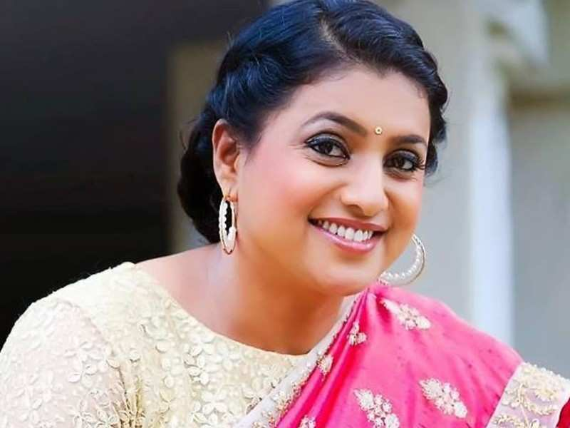 This is how actress Roja helped a stranded pregnant woman to get to a hospital for giving birth