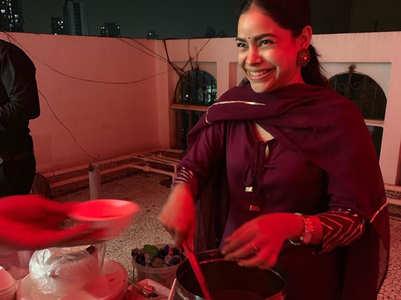 Sumona Chakravarti turns 'golgappe wali'