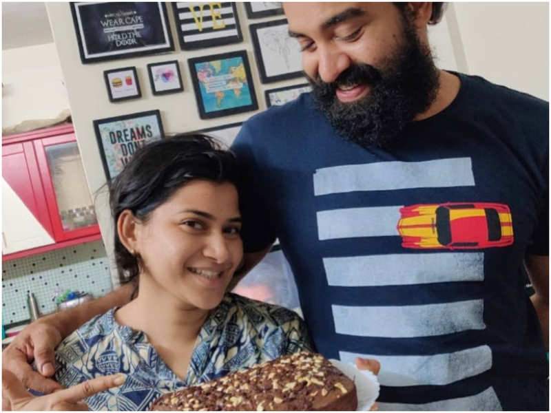 Siju Wilson receives a treat of homemade chocolate cake from wifey Shruthi Vijayan amid the self-quarantine period