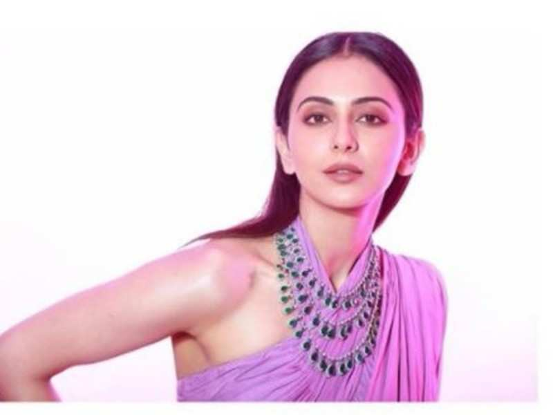 Quarantined Rakul Preet Singh shows her dedication for workout from home