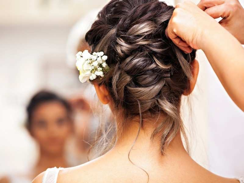 6 pretty floral hairdos every bride-to-be should look at!