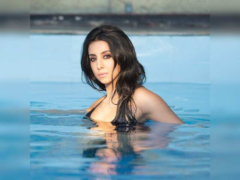 Sanjjanaa Galrani goes for a cooling house arrest