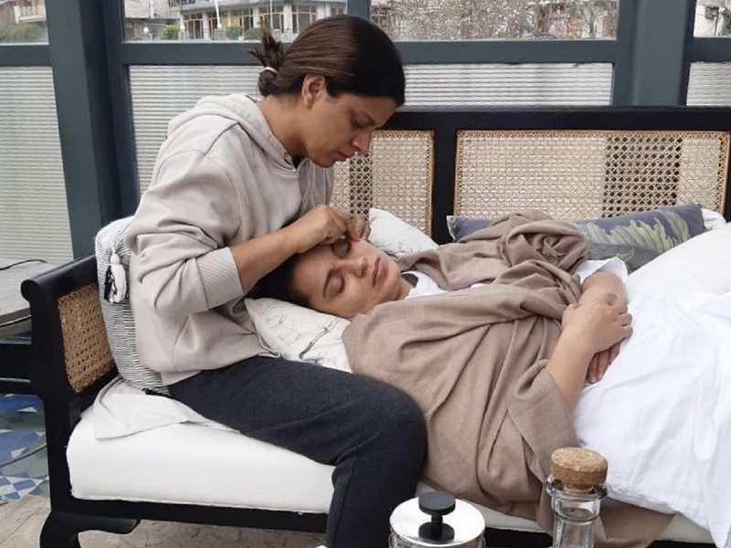 Rangoli Chandel pampers sister Kangana Ranaut with beauty treatment amid coronavirus lockdown