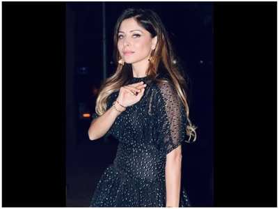 Kanika Kapoor reveals she is not in ICU