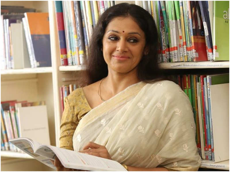 Shobana urges her fans to stay indoors; says 'Covid is no longer a joke'
