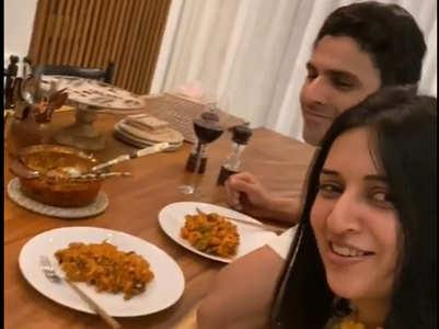 Vivek Dahiya cooks pasta for Divyanka