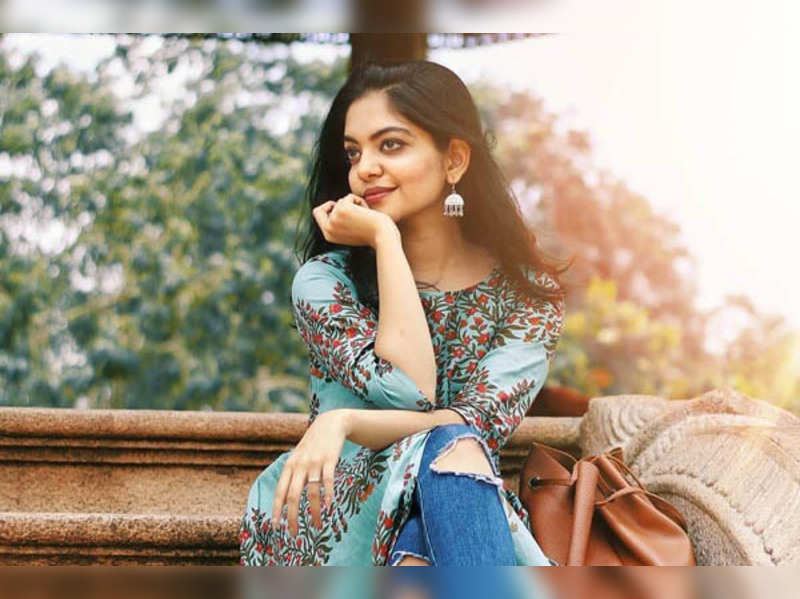 Ahana Krishna: Ahaana Krishna prepares 'onakkameen chamandhi' at home |  Malayalam Movie News - Times of India