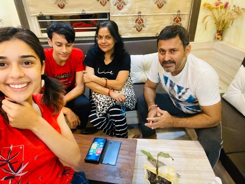 Eisha Singh takes cares of her family from Bhopal
