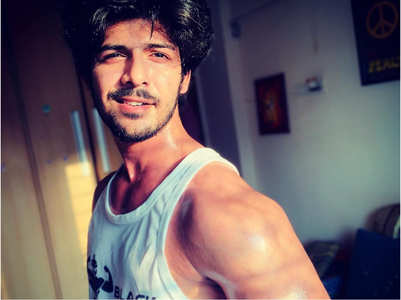 Nazar 2's Sheezan flaunts his ripped body