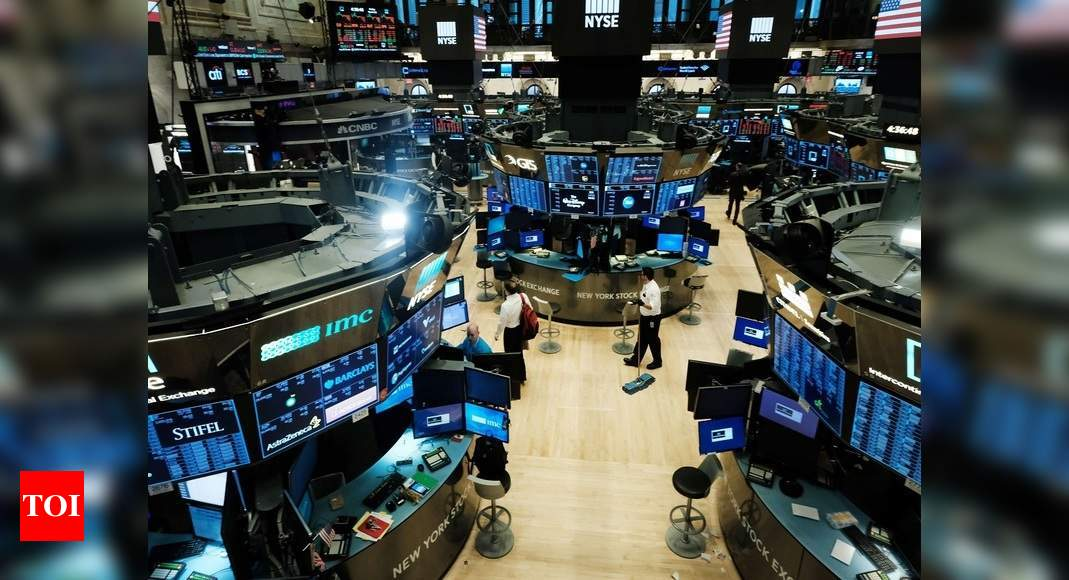 Stocks fall, capping Wall Street's worst quarter since 2008 thumbnail