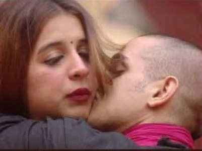 Benafsha shares mushy pics with bf Priyank
