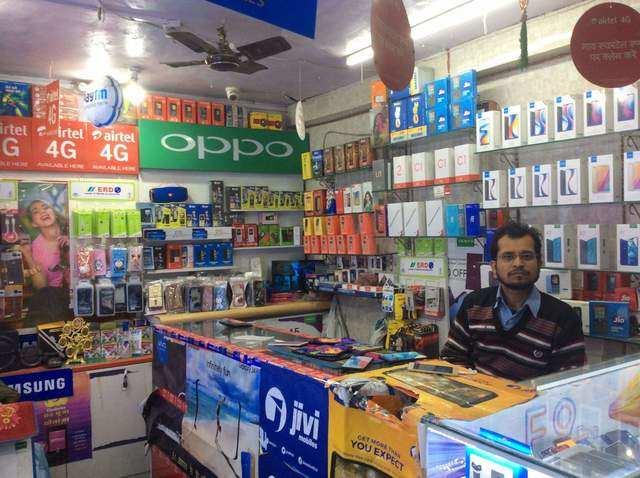 Offline handset retailers seek waiver of interest on loans, rentals during lockdown period