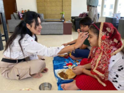 Kamya performs Ashtami puja with her kids