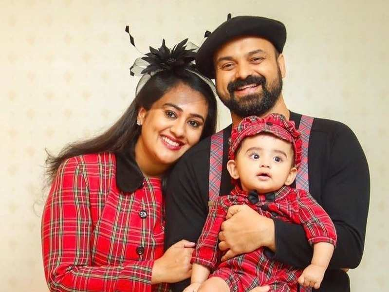 Kunchacko, Priya celebrate their 15th wedding anniversary