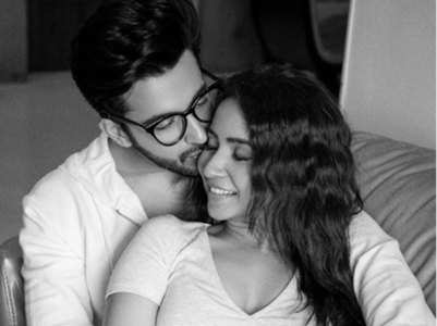 Dheeraj shares romantic pic with wife