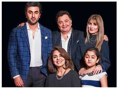 Ranbir's family portrait is unmissable!