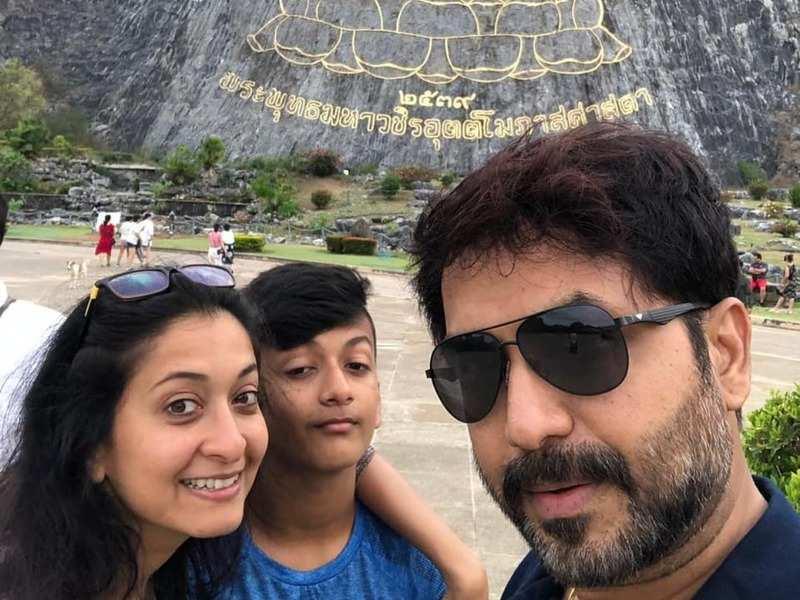 Oviya fame Sindhu Shyam enjoys the lockdown phase with her family