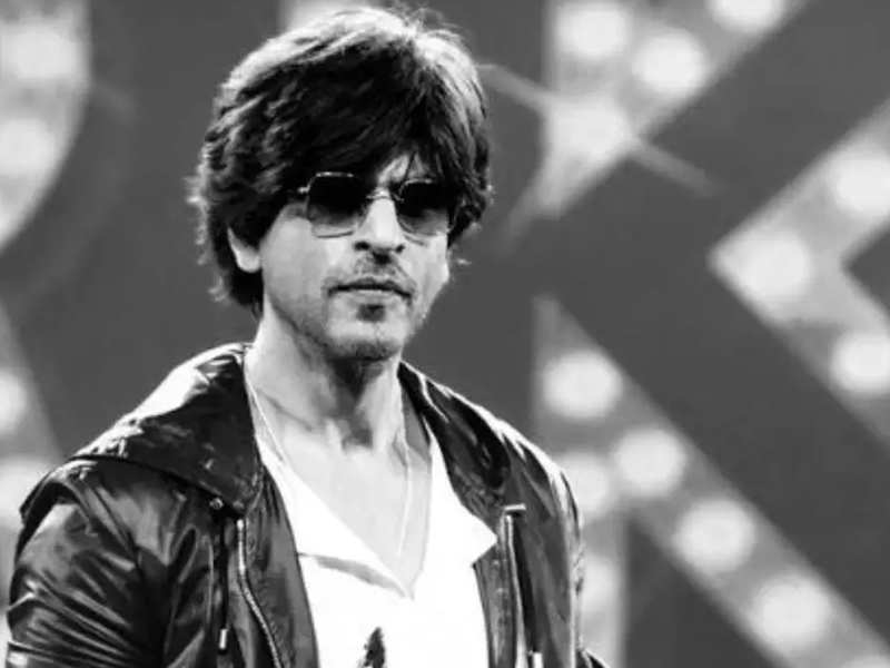 """""""We are a family,"""" responds Shah Rukh Khan to Aaditya Thackeray after latter thanks him for extending support for Covid-19 relief"""