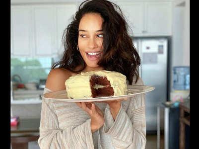 Lisa bakes red velvet cake amid lockdown