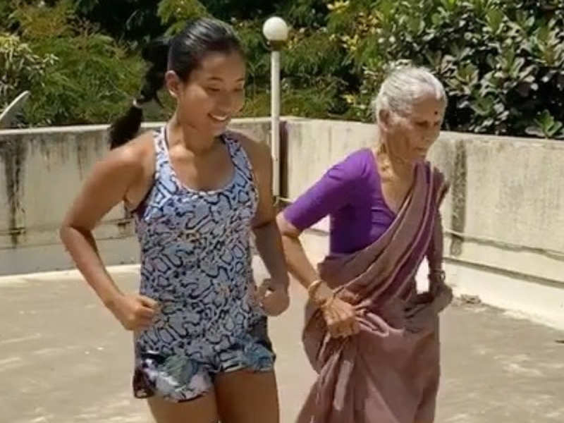 Milind Soman's 81-year-old mother matching workout moves with his wife is total GOALS!