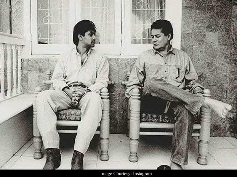 Throwback: Salman enjoys a candid conversation with father Salim Khan
