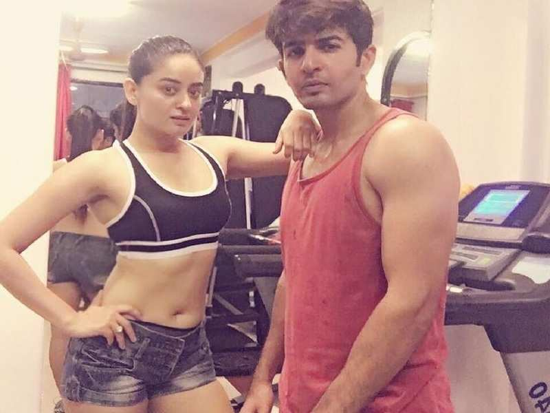 New mommy Mahhi Vij wants to get back in shape; shares throwback photos of her slimmer self