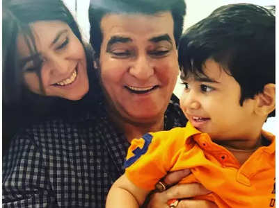 Ekta shares unseen pictures of Jeetendra