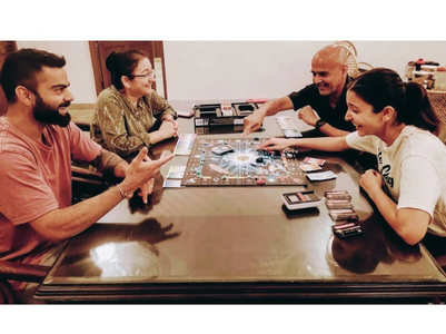Anushka-Virat enjoy a game of Monopoly