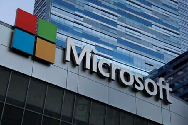 Microsoft hires former senior Apple executive