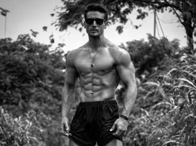 Tiger Shroff shows off his washboard abs