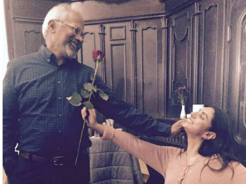 Aditi remembers 3 years of 'Kaatru Veliyidai' with a throwback picture with Mani Ratnam