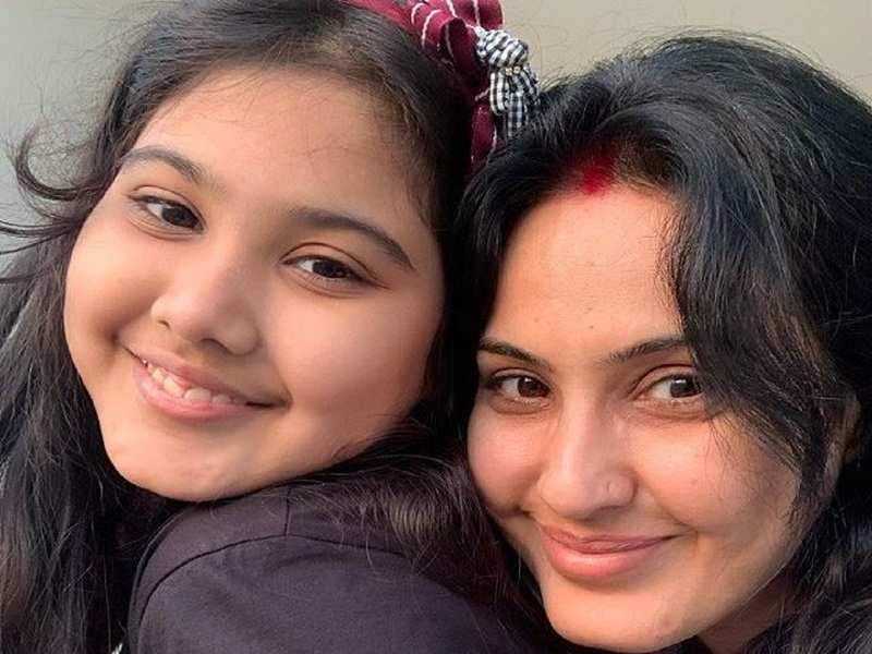 Kamya Panjabi shares pic with her 'beti'; fans point out she is a 'ditto copy' of her mom