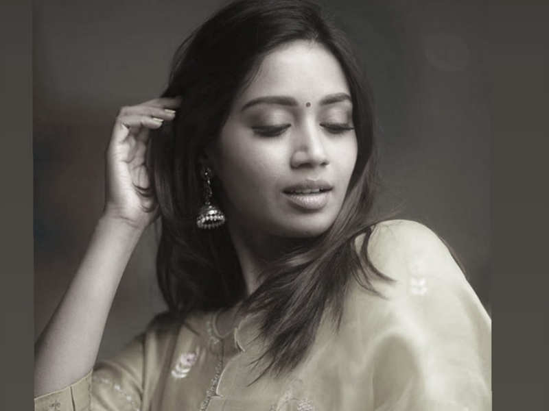 Nivetha Pethuraj back on twitter with a new account.