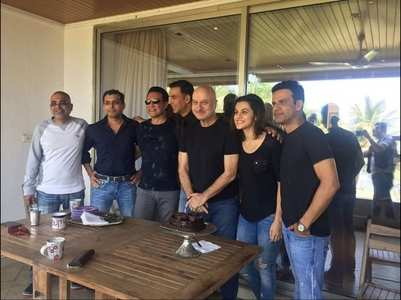 Taapsee shares a pic with team Naam Shabana