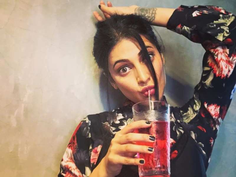 Shruti Haasan rubbishes rumours of playing a role in Vakeel Saab