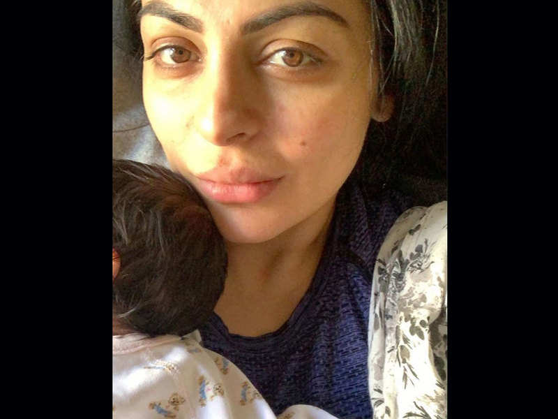 Neeru Bajwa gives a befitting reply to people who thought she had twins via surrogacy