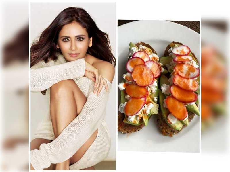 Parul Yadav's snacking habit is making us slurp