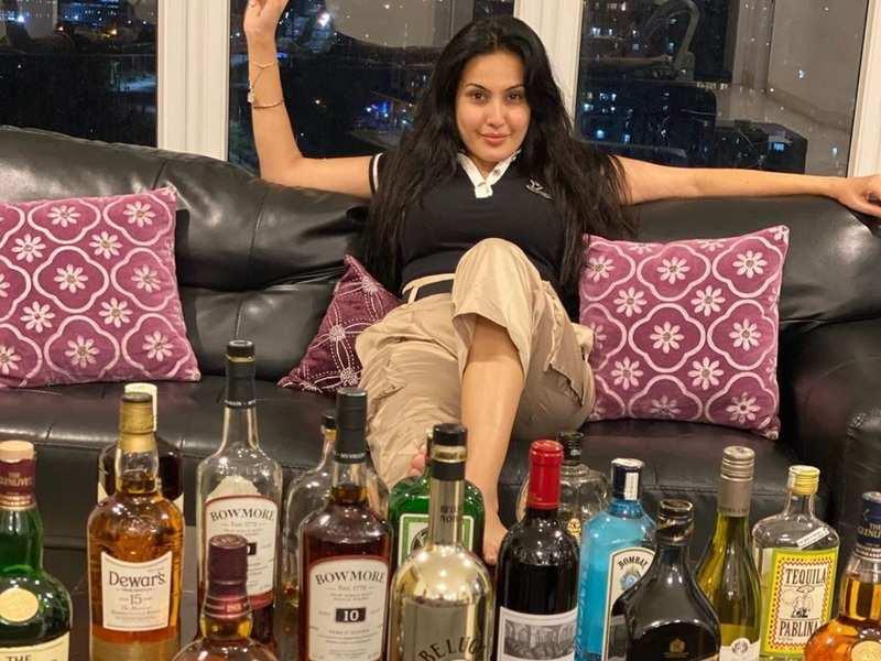 Kamya Panjabi poses with alcohol bottles at home; jokes 'batao bhai kab tak hai lockdown?'