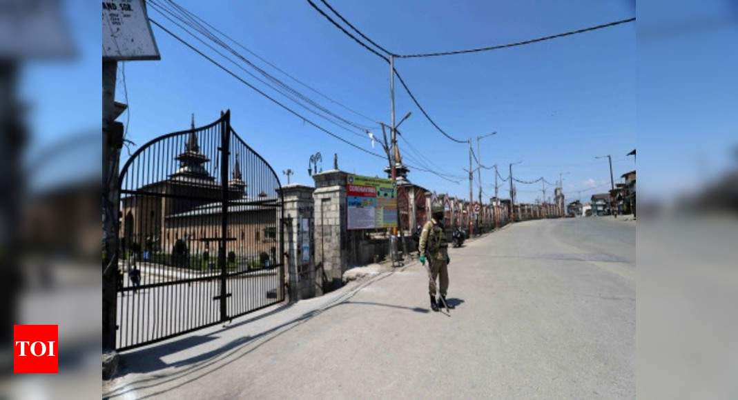 Coronavirus: Restrictions on movement of people continue in Kashmir | India News – Times of India