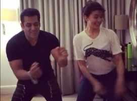 Salman-Jacqueline dance to 'Tan Tana Tan'
