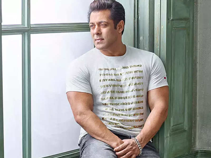 Salman Khan extends financial support to vertically challenged artistes | Hindi Movie News - Times of India