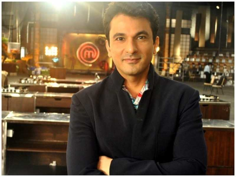 Celebrity Chef Vikas Khanna turns crusader; feeds people in India while staying in New York